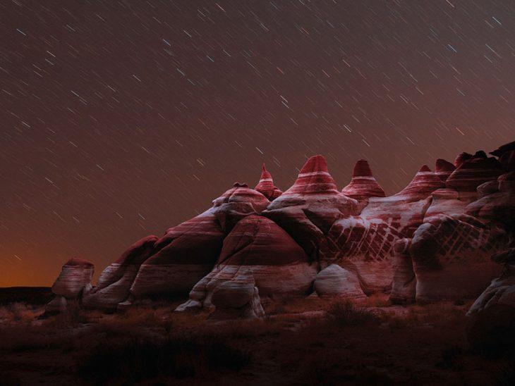 lluvia de luces nocturnas en montaña
