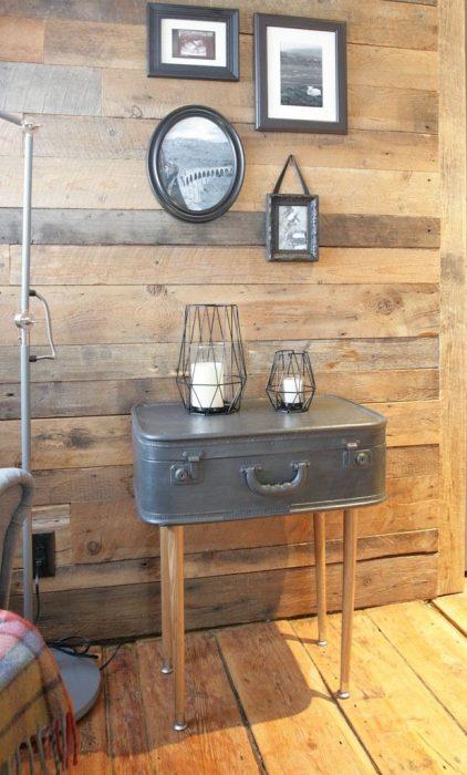 Mesa de centro hecha de una valija