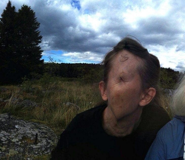 foto fallida panorámica de mujer que no se le ve la cara