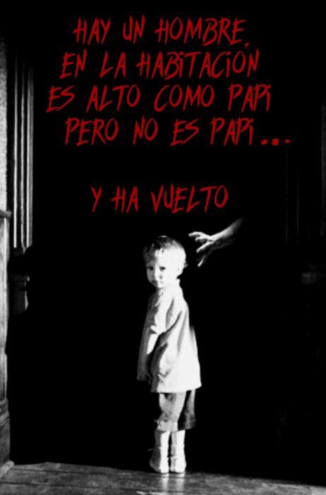 habitación oscura con un niño y una mano