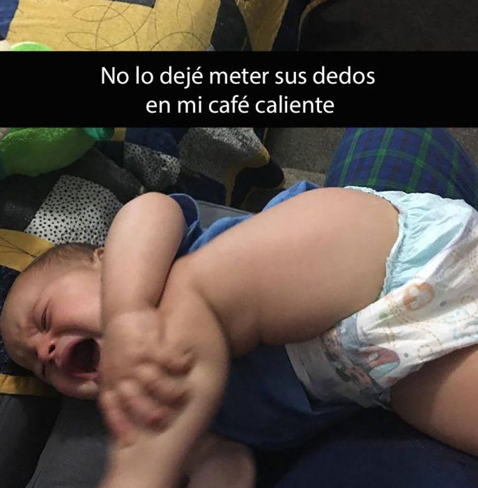 niño en pañal llorando