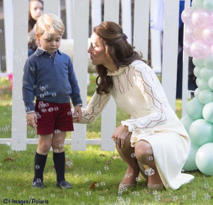 kate middleton conversando con el príncipe geroge