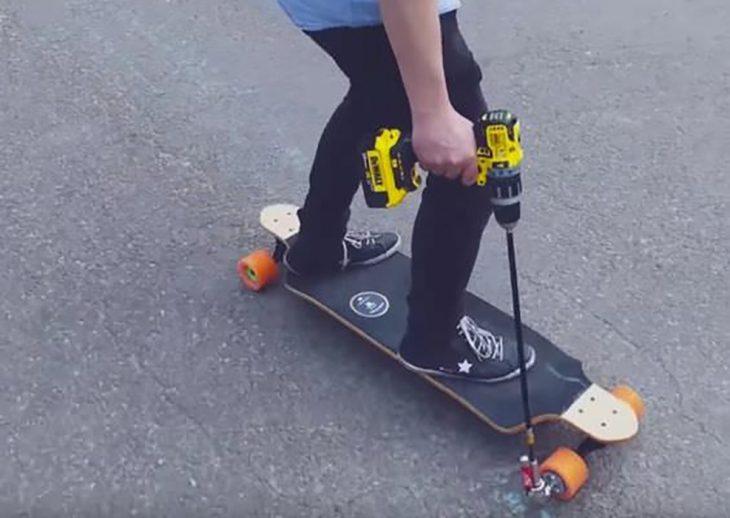 patineta que funciona con una perforadora
