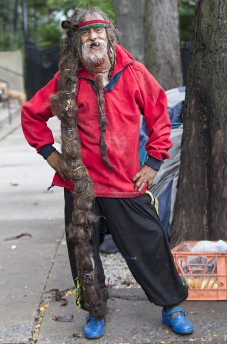 hombre con rasta gigante