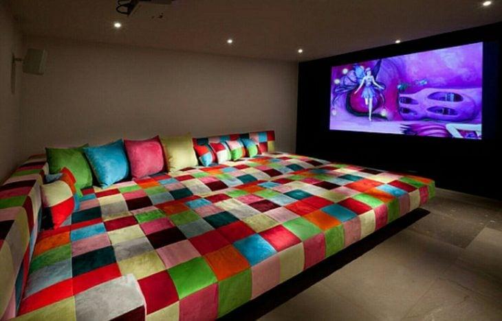 sillón de colores para ver películas