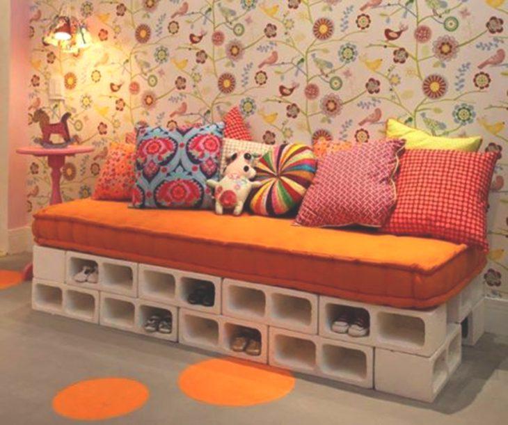 sofá de bloques de cemento