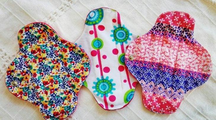 toallas femeninas hechas de tela