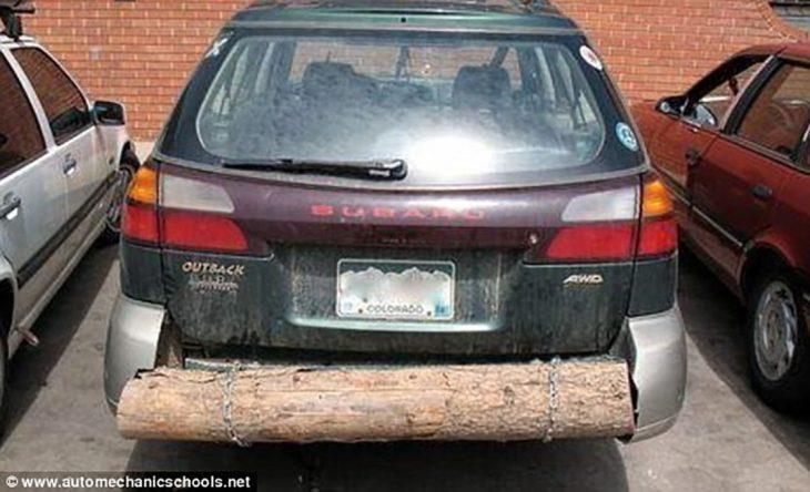carro con parte trasera hecha de tronco de madera