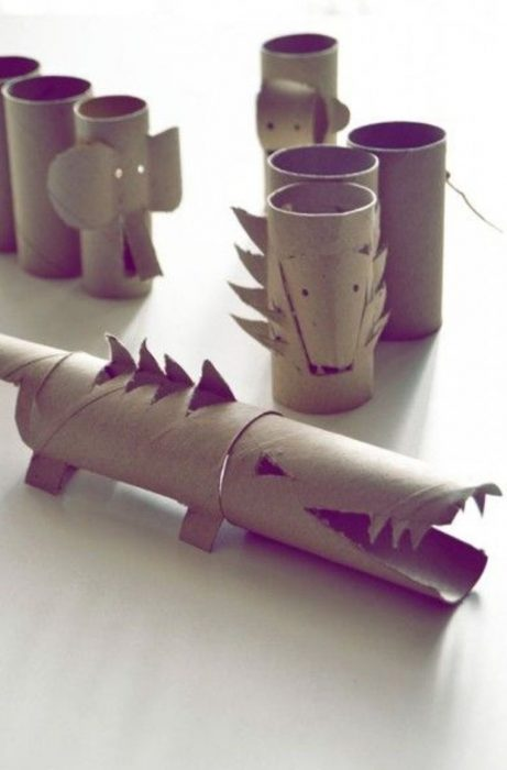 cocodrilo de rollos de papel