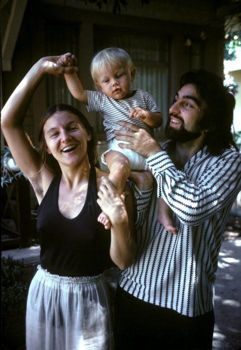 Bebé Leonardo DiCaprio con sus padres, 1975