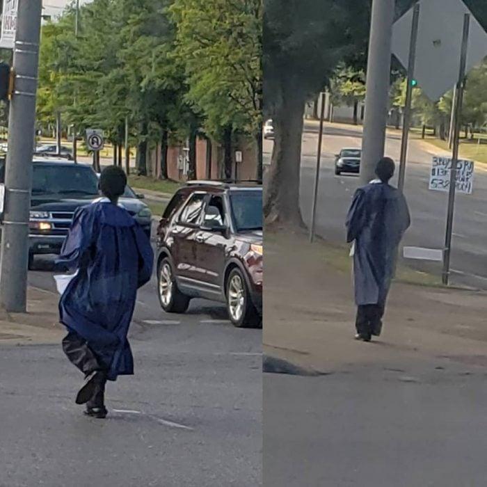 Camina con toga y birrete a la escuela