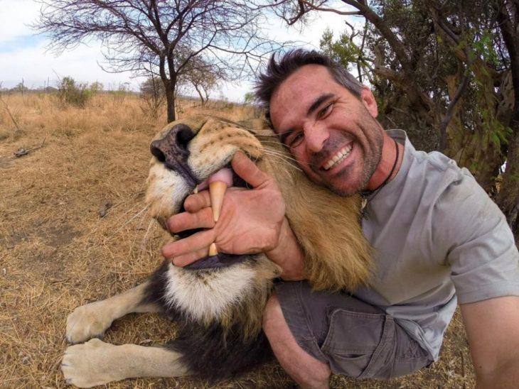kevin richardson con un león