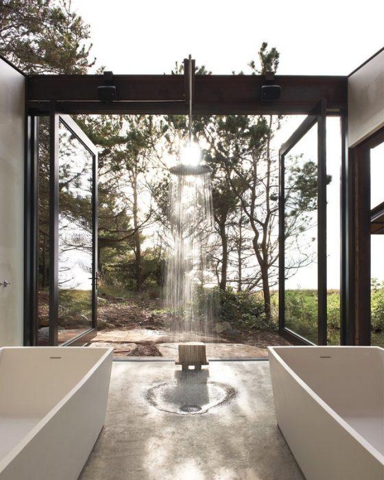 cuarto de baño rodeado de naturaleza en Washington, Estados Unidos