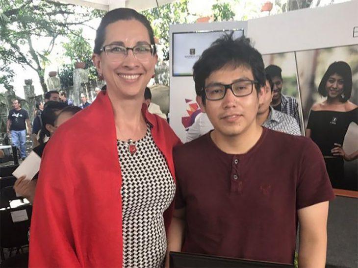 joven estudiante y mujer