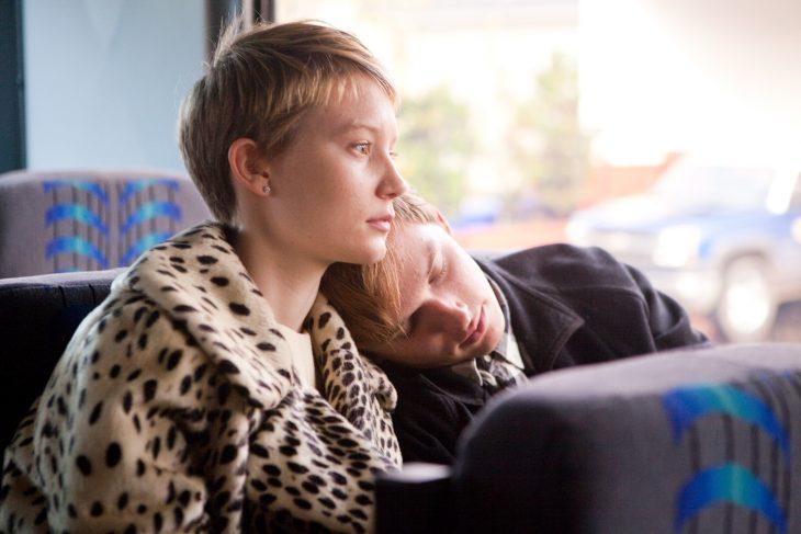 escena de restless en el autobús