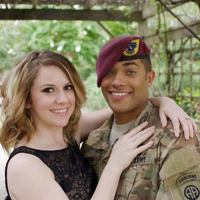 Se tomaron fotos con hija de soldado caído Recreo Viral