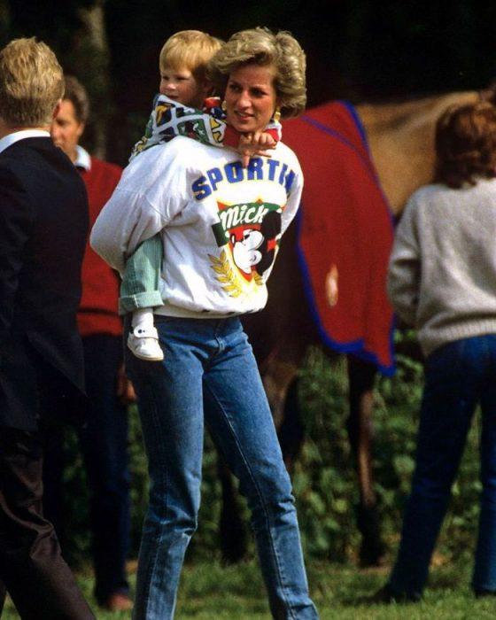 Lady Diana llevando a sus niños a Disneylandia