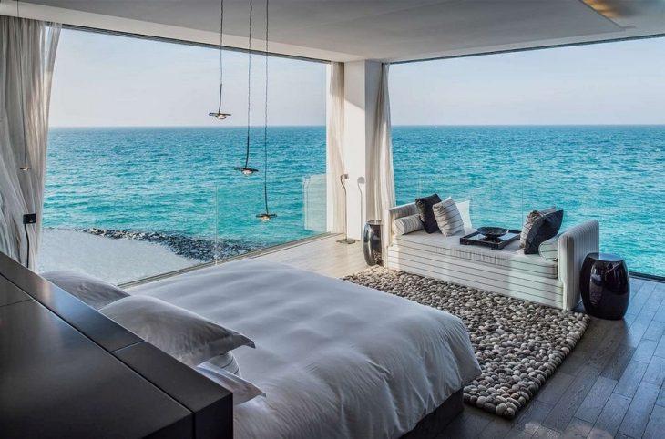 habitación con vista al mar en abu dabi