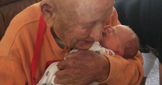 Cover El emotivo abrazo entre un bebé recién nacido y su bisabuelo de 105 años