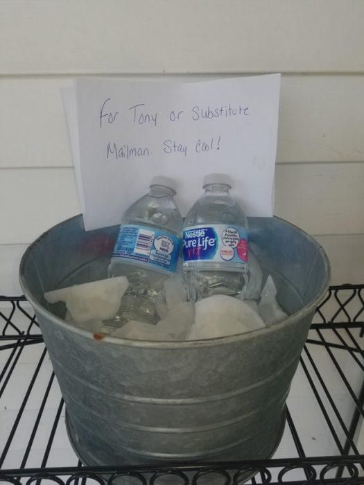 agua en cubetas