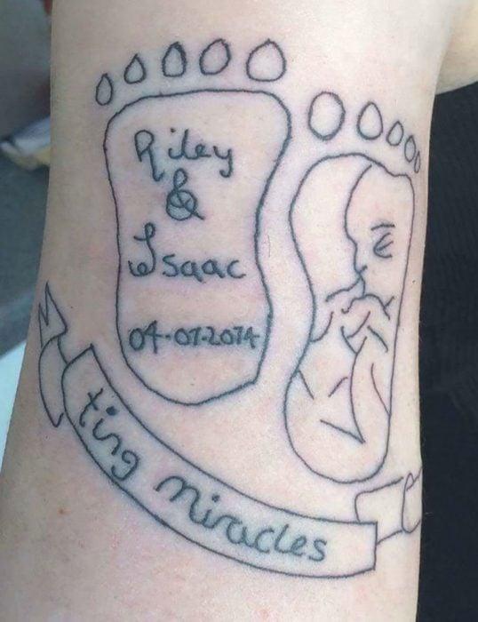 tatuaje feo de pies de bebés