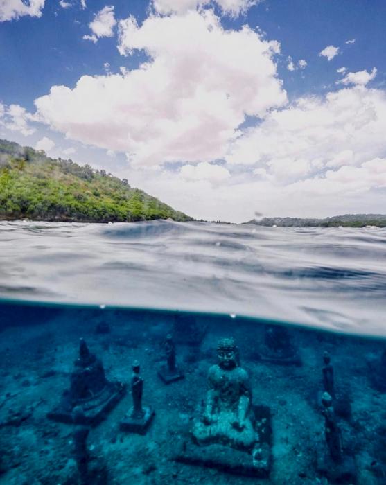 buda bajo el océano