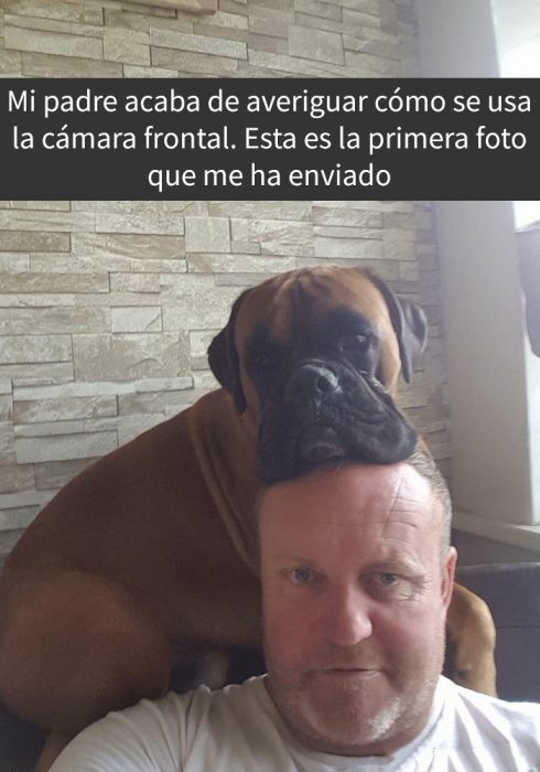 selfie de hombre con su perro