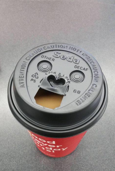café con pareidolia