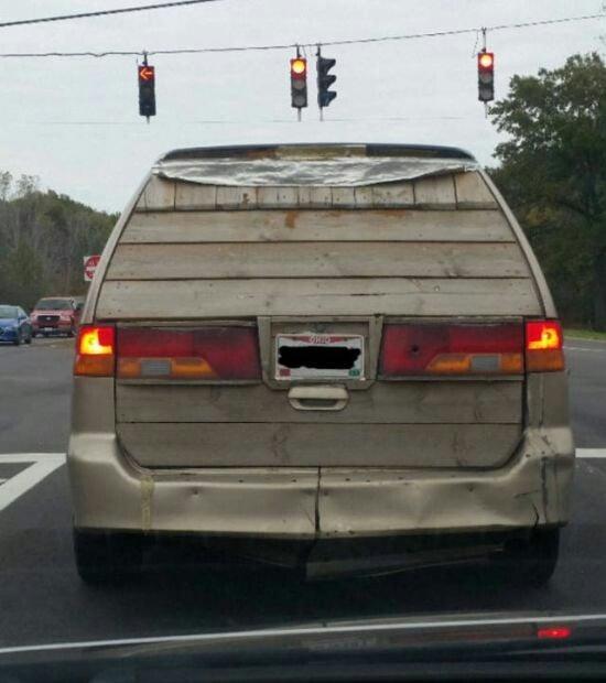 camioneta con cajuela de madera