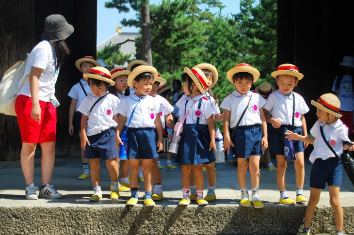 grupo de niños japoneses