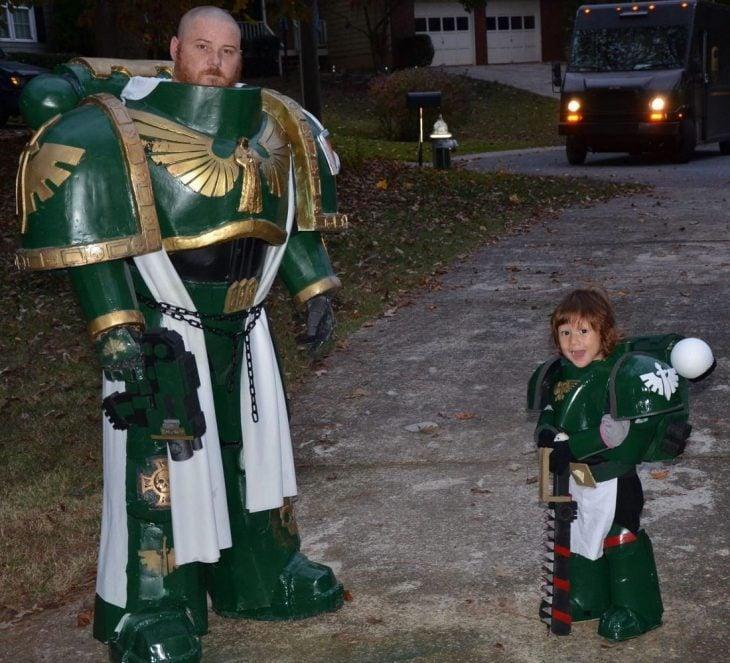padre e hijo disfrazados