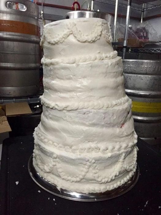 pastel de bodas mal hecho
