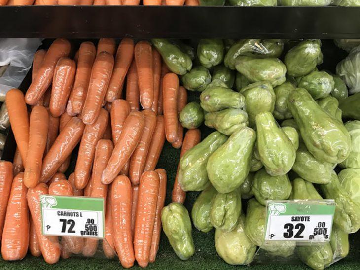 vegetales envueltos en plástico