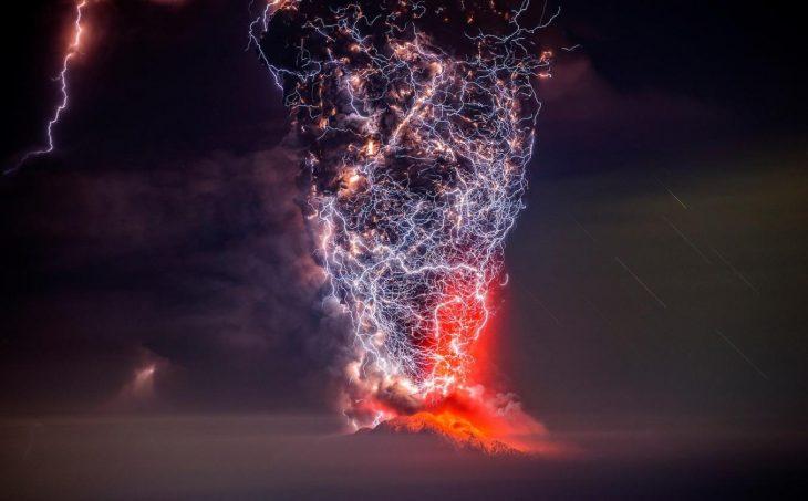 Erupción con rayos del volcán Calbuco