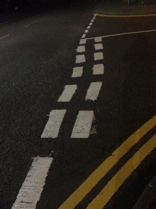 carretera que parece pintada por un borracho