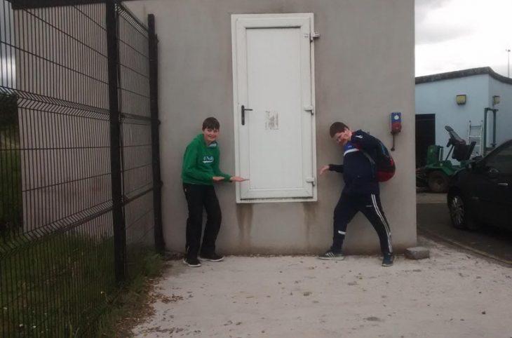 puerta puesta muy alto