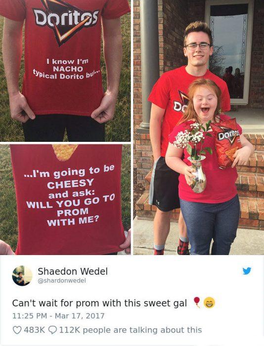 chico le pide a su amiga con sindrome de down ir a la graduación juntos