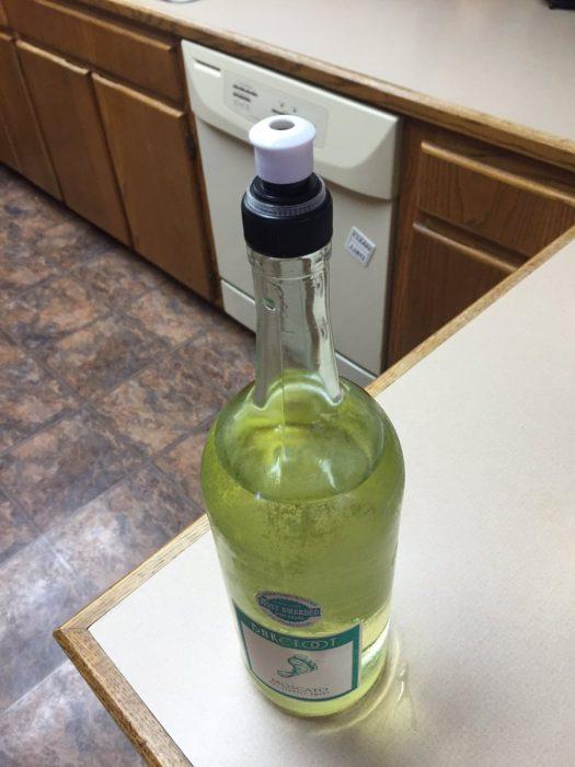 botella de licor con chupete