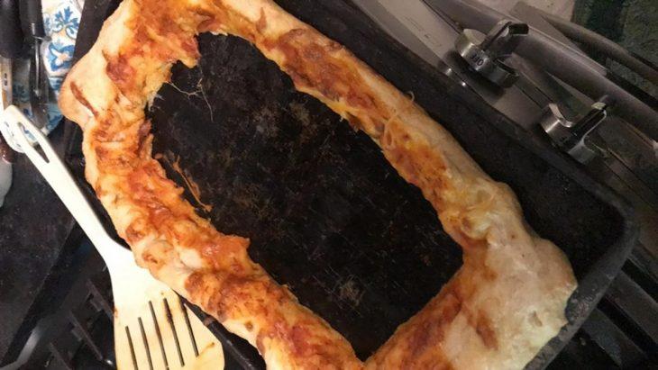 pizza que solo se comió lo del centro