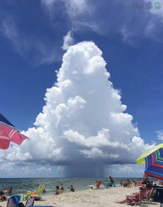 Nube en forma de triángulo