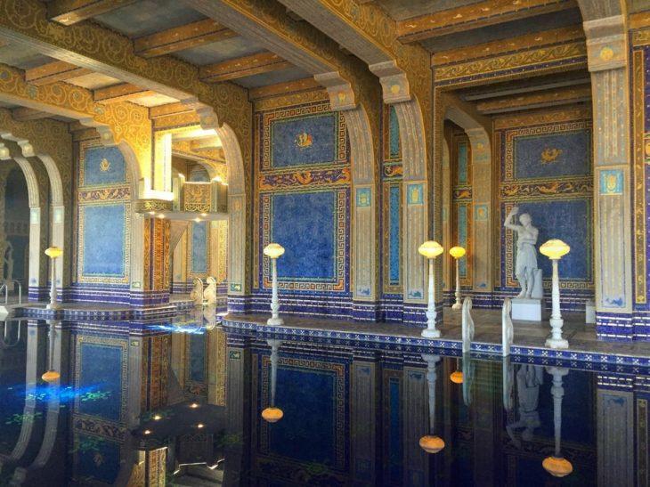 piscina en un palacio
