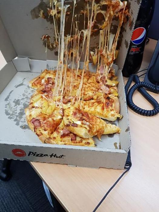pizza que se pegó a la tapa