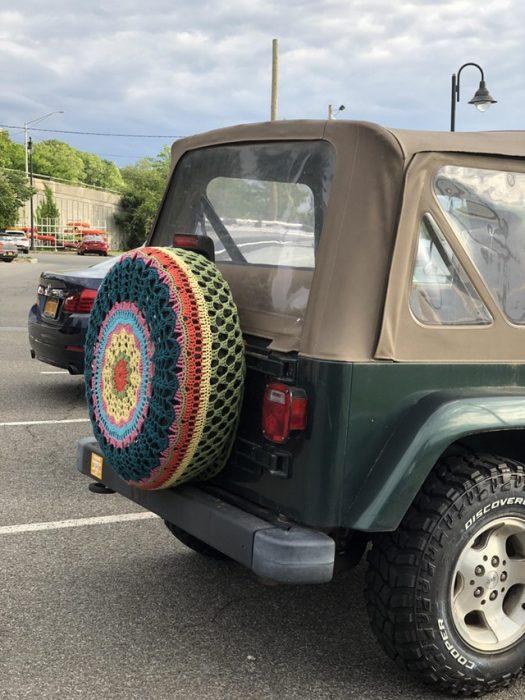 neumático con tejido