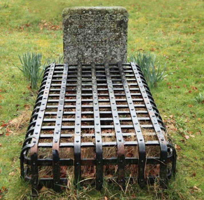 tumba con rejilla