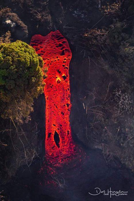 río de lava roja