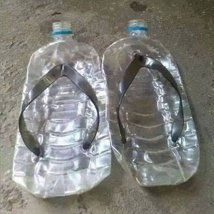 sandalias hechas con botellas