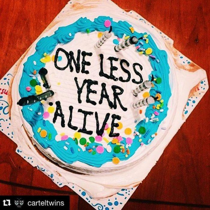 pastel que dice un año menos