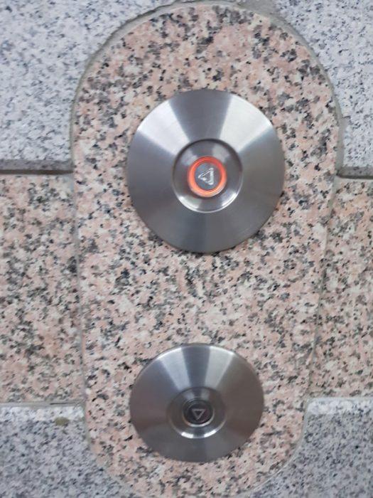 botones de elevador mal puestos