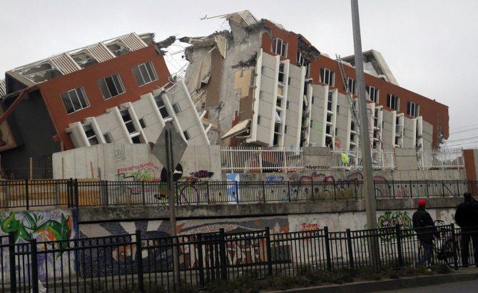 edificio derrumbándose