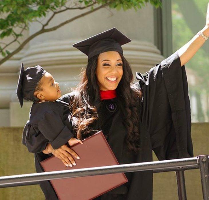 mamá soltera graduándose de harvard